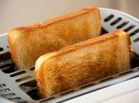 トーストしたパンの画像